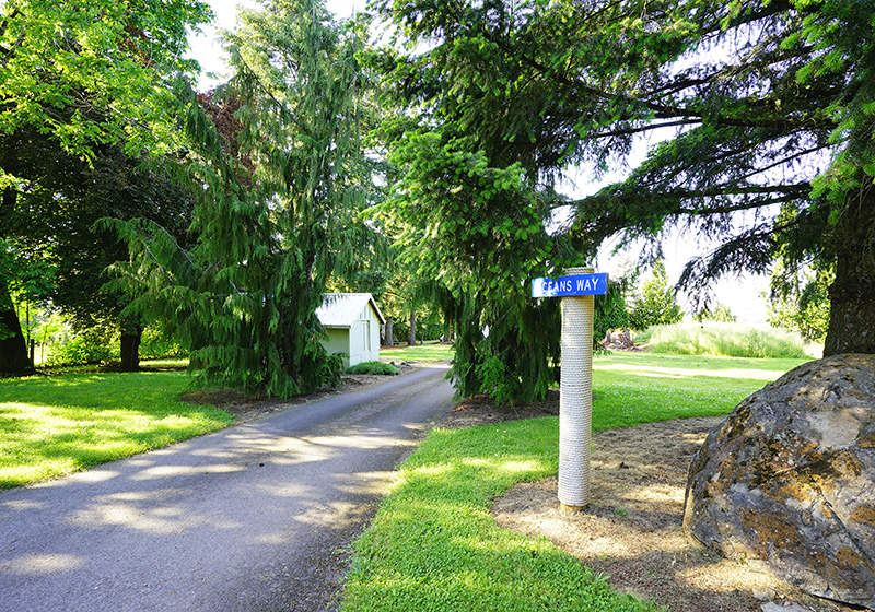Road to parking at Shaw Country Inn